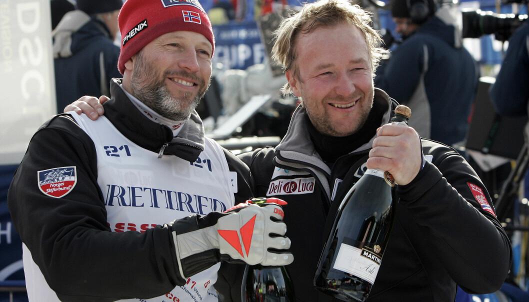 <strong>RADARPAR:</strong> Lasse Kjus og Kjetil André Aamodt var aktive alpinister samtidig, og etter at de la opp har de vært programledere sammen på TVNorge. Her er duoen sammen etter super-G verdenscuprennet i Åre i Sverige i 2006, Kjus sitt siste verdenscuprenn. Foto: Gorm Kallestad / NTB Scanpix