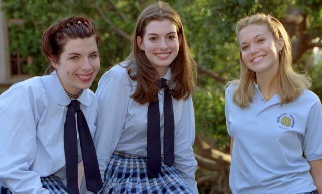 17 ÅR GAMMEL: Her er Mandy Moore (t.h) avbildet med Heather Matarazzo og Oscar-vinner Anne Hathaway i filmen «Prinsesse på prøve» fra 2001. Da var hun 17 år gammel. Foto: Buena Vista Int./ZUMA Press