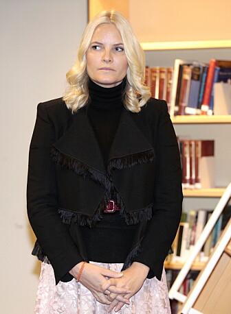 <strong>PÅ PLASS:</strong> Kronprinsesse Mette-Marit på Deichmanske bibliotek på Majorstuen filial i Oslo onsdag. Foto: Lise Åserud / NTB Scanpix