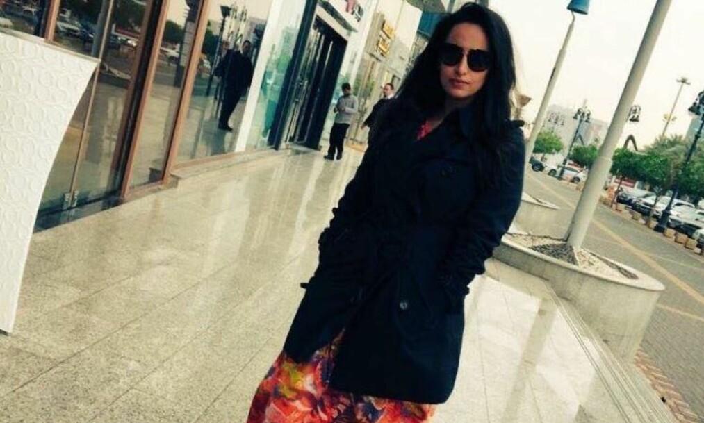 TRUES PÅ LIVET: Bildet av denne kvinnen i Riyadh i Saudi-Arabia vekker sterke reaksjoner. Noen støtter henne, andre ønsker henne død. Foto: Twitter