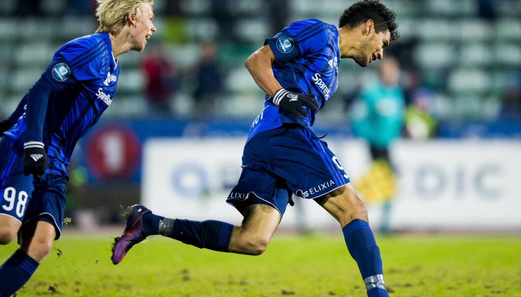 SCORET TO: Ohi Omoijuanfo (til høyre) jubler sammen med Sebastian Pedersen (t.v.) etter å ha scoret sitt andre mål. Foto: Vegard Wivestad Grøtt / NTB scanpix