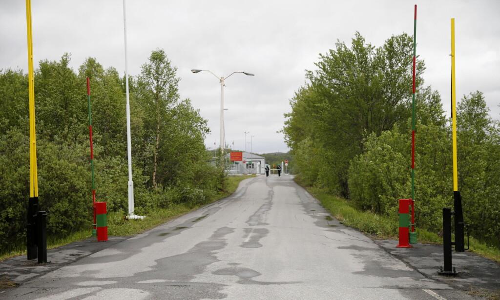 GRENSEN: Grensestasjon Storskog Boris-Gleb mellom Norge og Russland. De fire mennene kastet stein i Grense-Jakobselv. Foto: Cornelius Poppe / NTB scanpix
