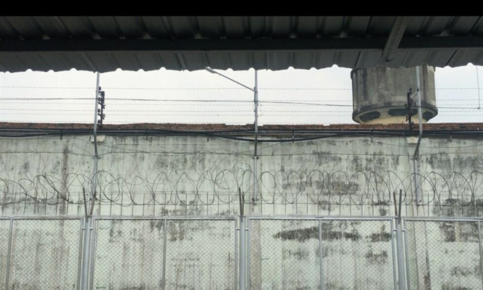 BANGKOK HILTON: Bak disse murene sitter tre svenske menn fengslet. Expressen har besøkt dem, og gått opp historiene deres. Foto: Thomas Engström / Expressen