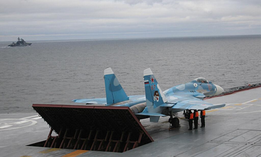 For andre gang på under én måned har et russisk krigsfly havnet i sjøen utenfor Syrias kyst, under et mislykket landingsforsøk på hangarskipet Admiral Kuznetsov.  Bildet er tatt ved en annen anledning. Foto: Russiske myndigheter