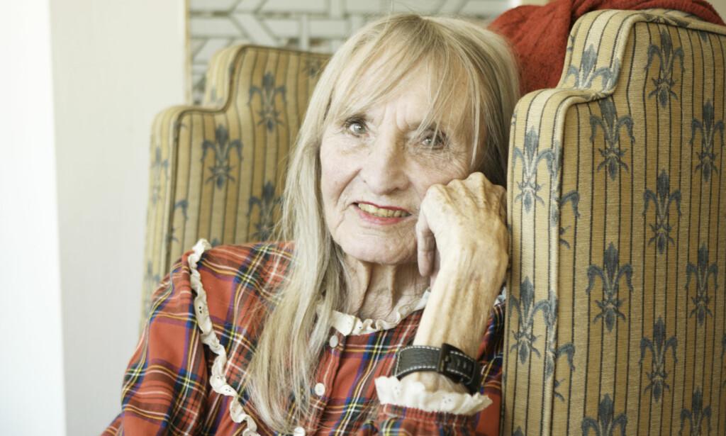 STOR KULTURPERSONLIGHET: Skuespiller Sossen Krohg var en bauta i norsk film- og teaterverden. Her er hun fotografert i familiens sommerhus på Hvaler. Foto: Einar Aslaksen / SCANPIX