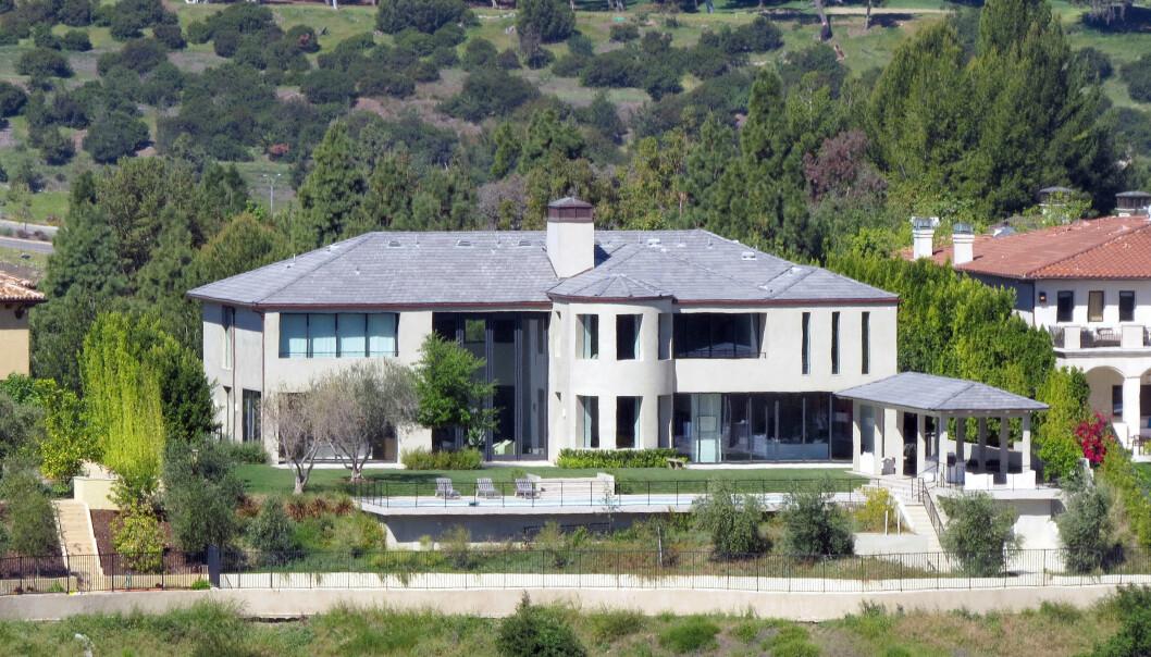 HJEMME IGJEN: Etter ni dager på sykehus skal Kanye og Kim være hjemme igjen i deres nyoppussede Bel Air- hjem i Los Angeles. Foto: Splash News