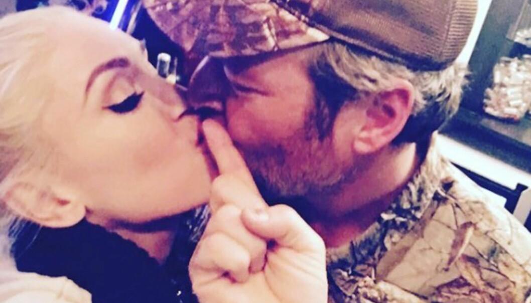FORELSKET: Selv om det er ett år siden de stod frem som ett par, ser Gwen og Blake ut til å være like nyforelsket. Foto: Scanpix