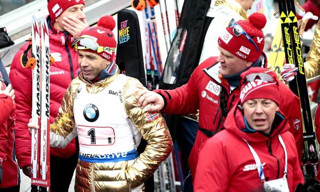 BREDE GLIS: 42-årige Bjørndalen hevdet at han ikke hadde store forventninger til Oslo-VM på grunn av sykdom i oppkjøringen, men endte opp med å levere et supermesterskap. Her feirer han etter guttas stafettgull. Foto: Bjørn Langsem / Dagbladet