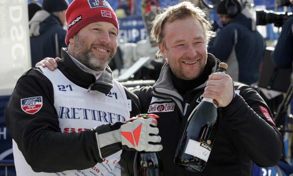 RADARPAR: Lasse Kjus og Kjetil André Aamodt var aktive alpinister samtidig, og etter at de la opp har de vært programledere sammen på TVNorge. Her er duoen sammen etter super-G verdenscuprennet i Åre i Sverige i 2006, Kjus sitt siste verdenscuprenn. Foto: Gorm Kallestad / NTB Scanpix