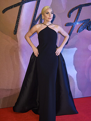 STRÅLTE: Lady Gaga på British Fashion Awards mandag. Foto: Scanpix