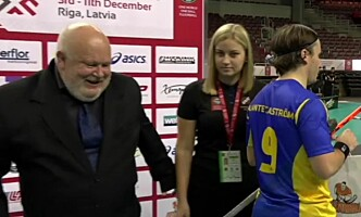 BYTTET UT: De lokale danserne var byttet ut da Sverige møtte Norge i går. Foto: Screengrab med tillatelse fra TV 2