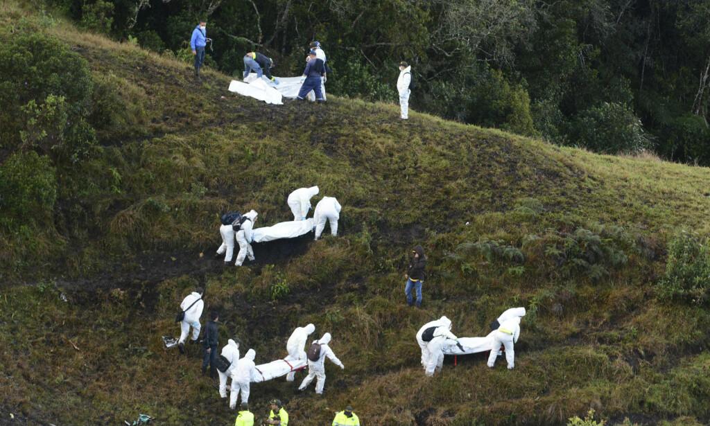 FLYSTYRT: 71 av de 77 menneskene om bord i det bolivianske flyselskapet LaMias charterflight omkom i styrten, blant dem de sju besetningsmedlemmene, 21 brasilianske journalister og 19 av spillerne på det brasilianske fotballaget Chapecoense. Foto: AP Photo/Luis Benavides/Scanpix