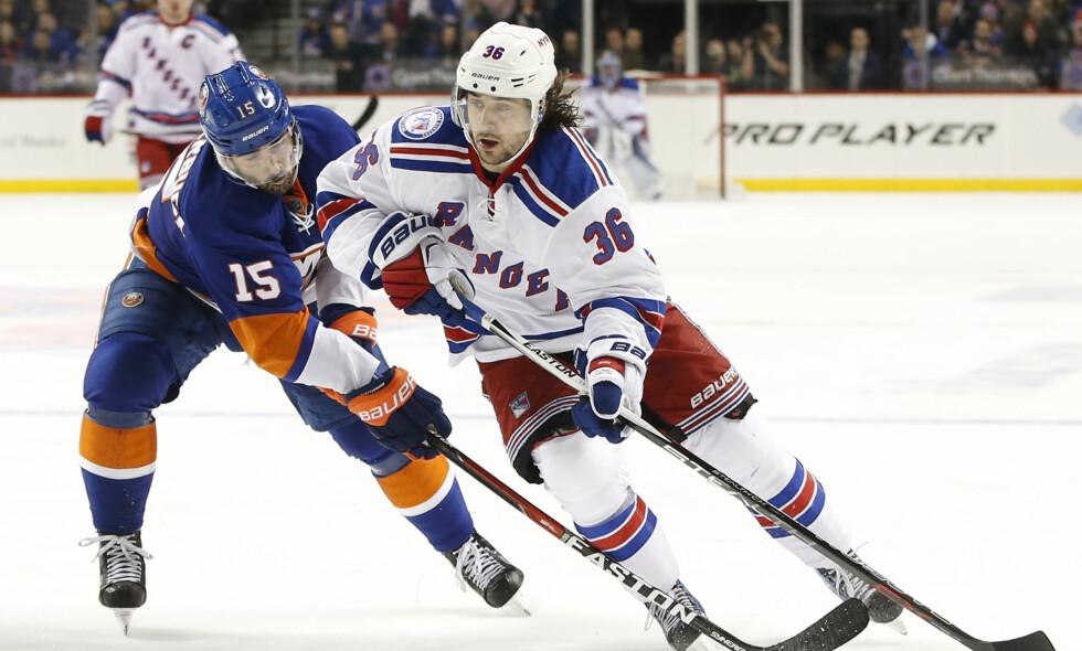 TAPTE: Mats Zuccarello hadde fem skudd på mål i løpet av kampen, men klarte ikke å sette pucken i nettet i møtet med rivalene i New York Islanders. Matchen endte til slutt 4-2 til Islanders. Foto: Kathy Willens/AP/NTB Scanpix