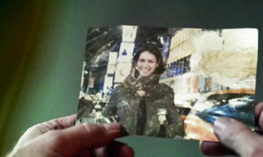LOGANS SØSTER: Bildet av det som skal være Logans søster og Williams forlovede dukker opp første gang i «Westworld» når Peter Abernathy, Dolores' far, finner det. Foto: Skjermdump