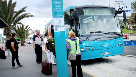 <strong>BE OM HJELP:</strong> Er du i tvil om hvilken buss du skal velge, gir busselskapet info på flyplassens holdeplass. Foto: Ole Petter Baugerød Stokke