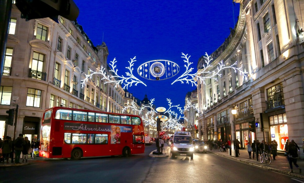 Stemningsfullt: London er pyntet til jul. Nå kan du gjøre noen riktige gode kjøp siden pundet står lavt i kurs.   Foto: Odd Roar Lange/Thetravelinspector