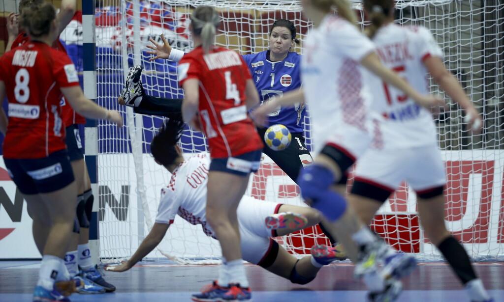 SPILTE SEG OPP: Kari Aalvik Grimsbø slapp inn ett mål på 15 minutter i slutten av 1. omgang.. Foto: Bjørn Langsem / Dagbladet