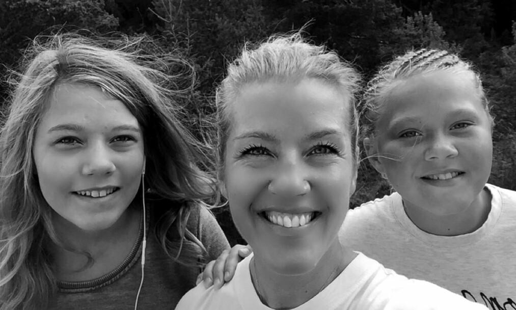 FEIRER IKKE JUL SAMMEN: Mens Ida og Vilde tilbringer julen med far og besteforeldre i Spania, skal mamma Anja feire med familien hjemme i Norge. - Men det er slett ikke synd på oss, sier Anja. Foto: Privat