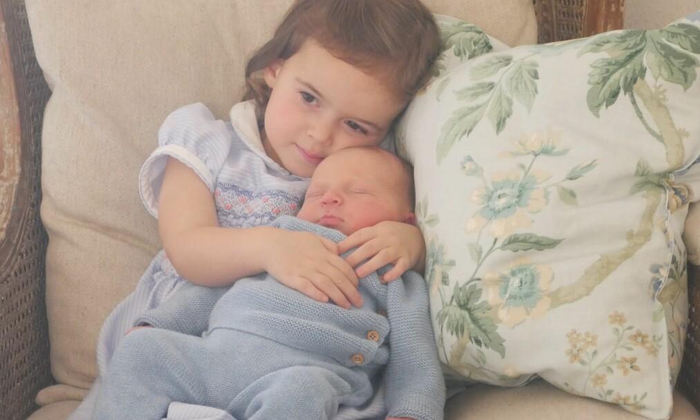 <strong>STOLT STORESØSTER:</strong> Prinsesse Amalia og lille prins Liam Henri av Luxembourg. Foto: Scanpix
