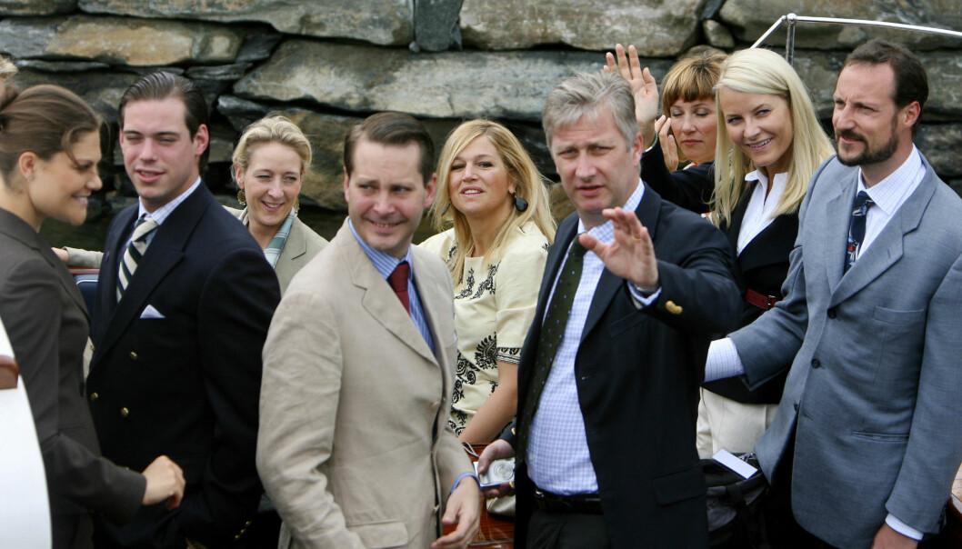 <strong>KONGELIGE GJESTER:</strong> Prins Felix (nr. to fra venstre) var blant gjestene da dronning Sonja i 2007 feiret 70 år med bursdagsfest i Spangereid i Vest-Agder. Foto: Scanpix