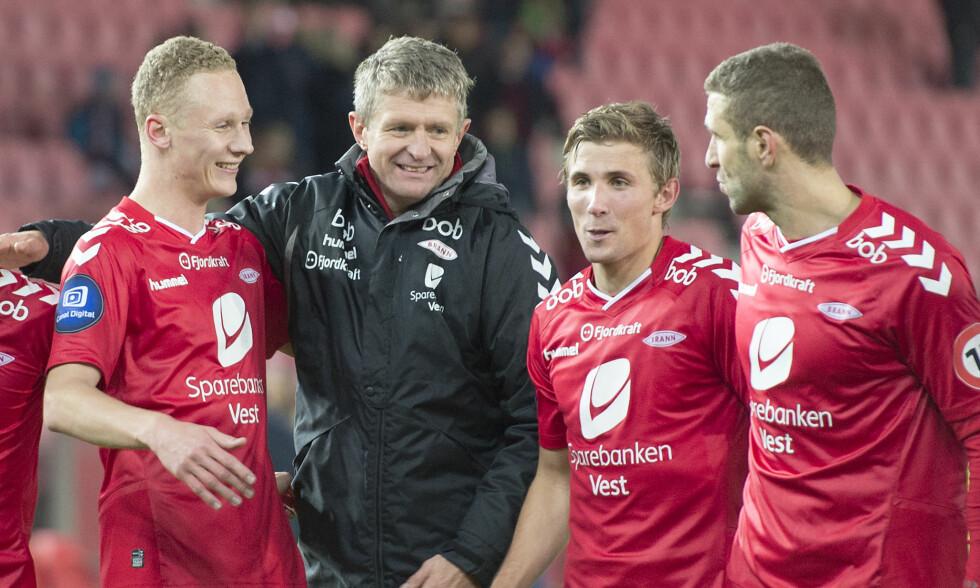 BLIR: Trener Lars Arne Nilsen, her sammen Kristoffer Barmen, Steffen Lie Skålevik  og Azar Karadas. Foto: NTB Scanpix