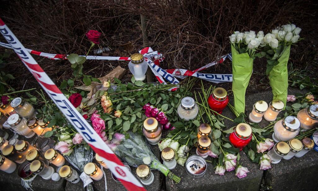 BLOMSTER OG LYS: Helt siden mandag kveld har innbyggerne i Kristiansand lagt ned blomster og tent lys ved åstedet for knivstikkingen. Foto: Lars Eivind Bones / Dagbladet