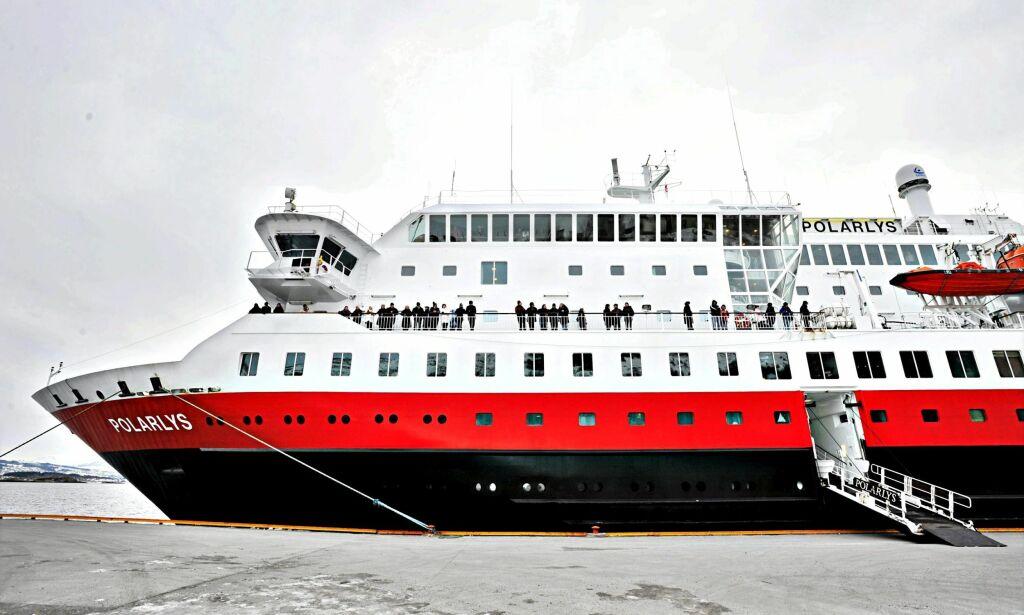 image: Kvalme stoppet fest på Hurtigruten. Måtte flytte julebord for 100 gjester inn til Bergen