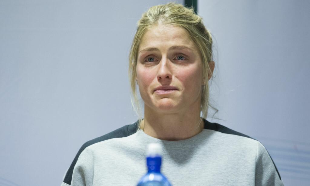 GRÅTKVALT: Therese Johaug la ikke skjul på at dopingsjokket hadde vært vanskelig for henne, og tok til tårene under den første pressekonferansen om saken. Foto: NTB scanpix