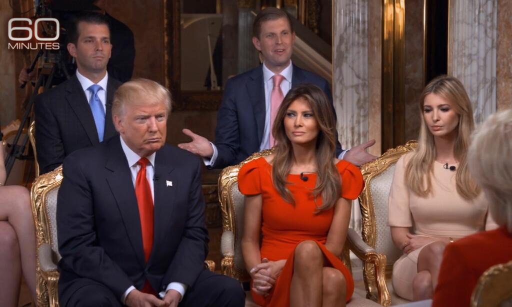 FAMILIEN TRUMP:  Tidligere i høst ble «60 Minutes»-episoden som fokuserte på Trump-familien vist i USA. Ivanka Trump (t.h) får nå kritikk for å ha promotert et armbånd hun selv har designet i episoden, og beskyldes for rolleblanding. F.v: Donald Jr, Eric Trump, Donald Trump, Melania Trump og Ivanka Trump. Foto: NTB scanpix