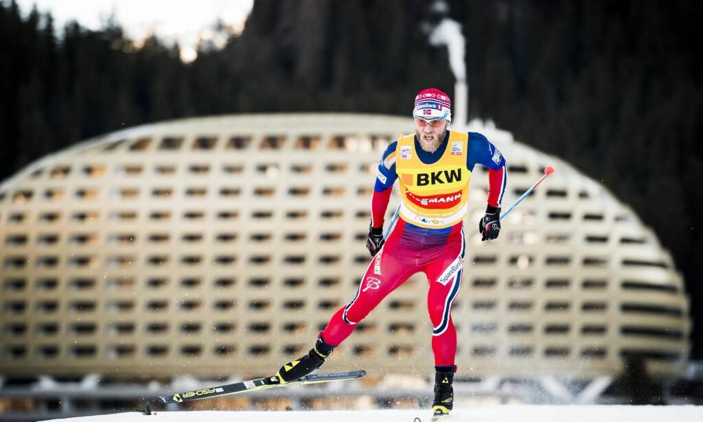 SVEITSISK URVERK: Ingen av stjernene går så jevnt som Martin Johnsrud Sundby. FOTO: EPA/Gian Ehrenzeller.