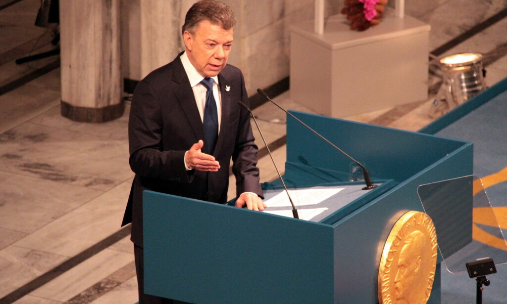FREDSPRISTALEN: Colombias president Juan Manuel Santos i sin takketale for Nobels fredspris. Han mener den colmbianske fredsprosesssen kan danne modell for andre og gjøre det som tilsynelatende er umulig, mulig. Foto: Xinhua/Zhang Shuhui.