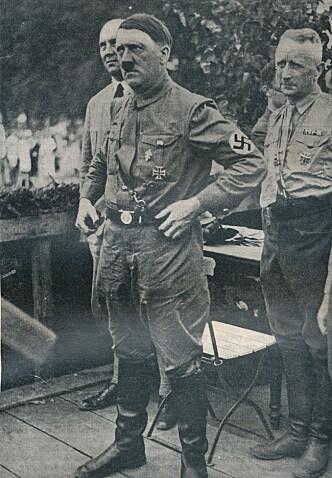 TEORIER: Konspirasjonsteoriene om Adolf Hitler helse har vært svært mange. Det som etter hvert har blitt etablert de siste åra, var at han var en tung bruker av en rekke narkotiske stoffer og medisiner. Her er Hitler i cirka 1934, året etter han ble rikskansler. Foto: NTB scanpix