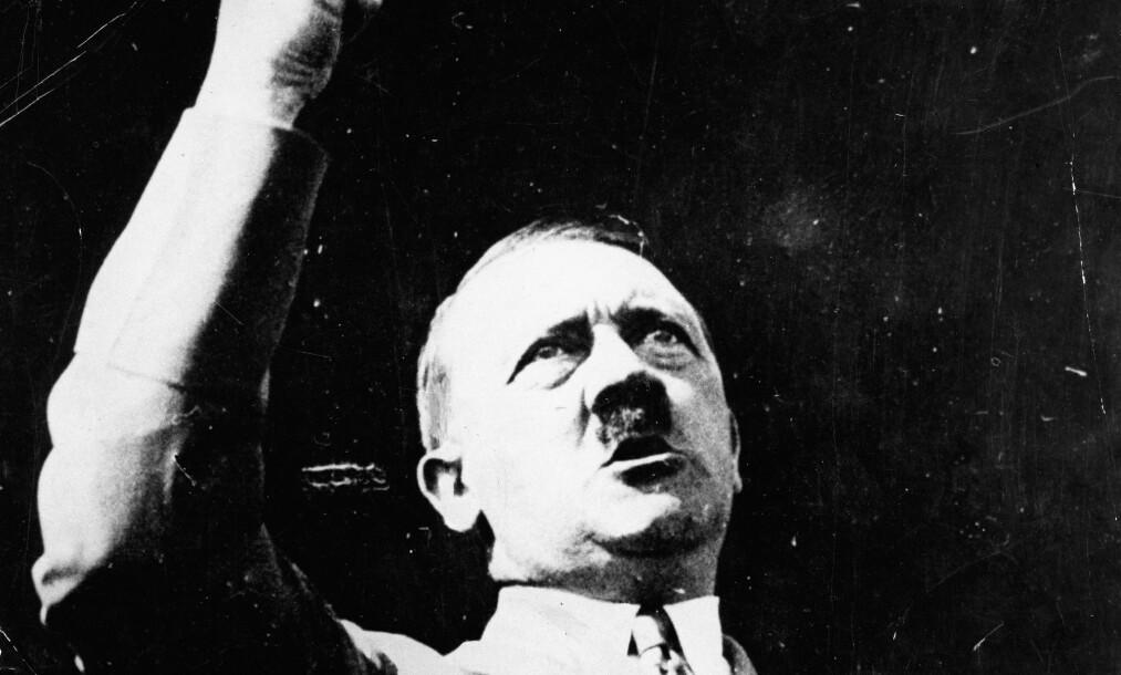 PÅ SITT VERSTE: Dette bildet er tatt av Adolf Hitler i Berlin i 1944. Rusavhengigheten skal ha vært på det verste det i Hitlers siste leveår, og legen hans skal ha slitt med å finne blodårer igjen på diktatorens kropp. Foto: Keystone Pictures USA/ZUMAPRESS.com/NTB scanpix