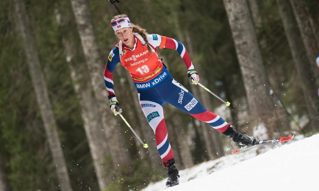 SVAK DAG: Norge kom skjevt ut da Fanny Horn Birkeland pådro seg to strafferunder allerede på første etappe under kvinnenes skiskytterstafett. Det norske laget hevet seg og ble nummer fem. Foto: Rok Rakun / Pacific Press/NTB Scanpix