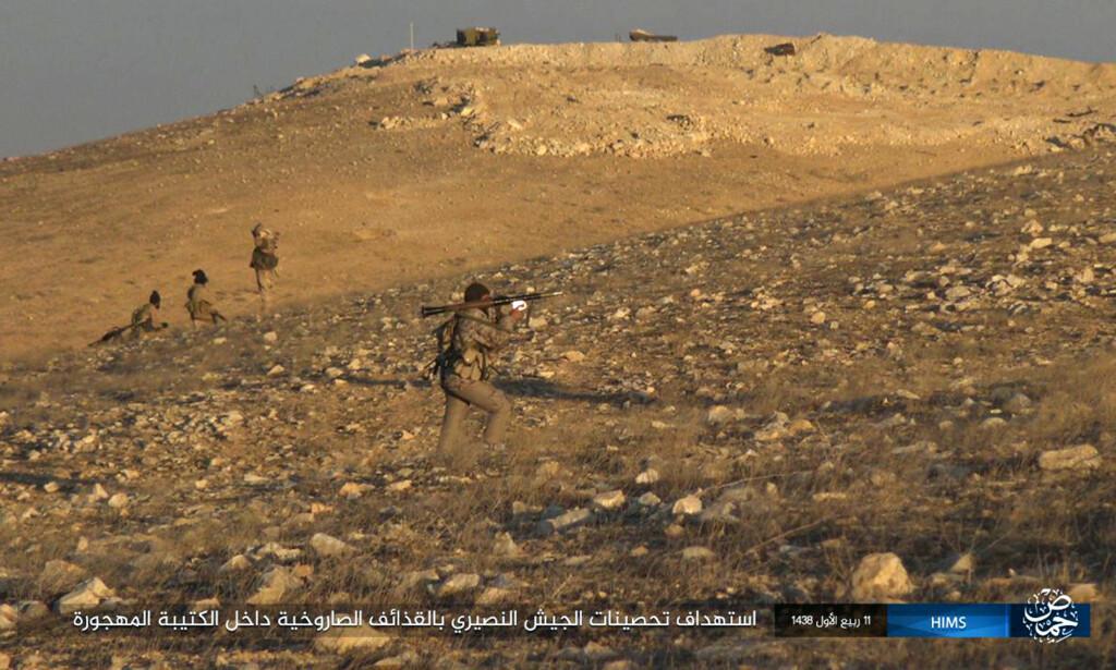 KRIGER: IS-krigere har tatt seg inn i oldtidsbyen Palmyra. Foto: militant photo via AP / NTB scanpix