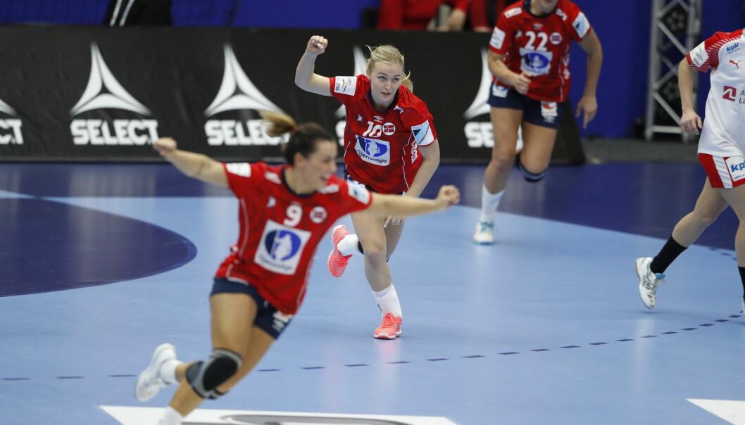 GOD KAPTEIN: Stine Bredal Oftedal var Norges kanskje Norges beste spiller mot Danmark. Foto: NTB Scanpix