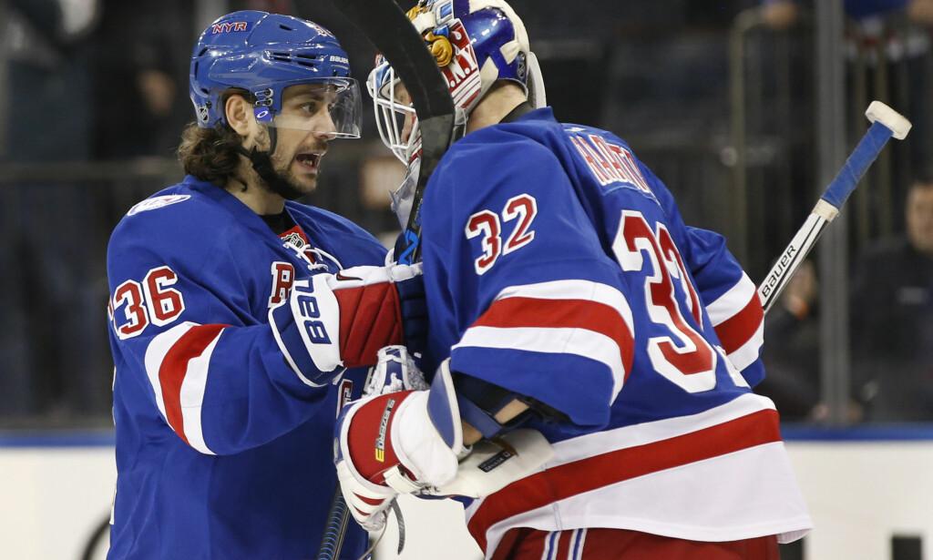 ASSIST: Mats Zuccarello fikk en assist i oppgjøret mot New Jersey Devils. New York Rangers vant til slutt 5-0. Foto: AP Photo/Kathy Willens/NTB scanpix