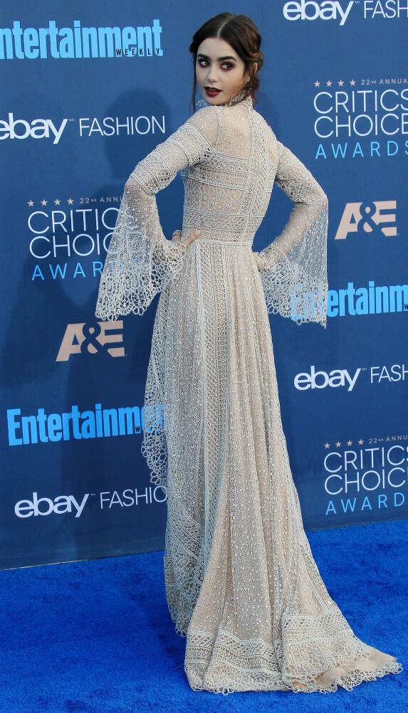 MODELL: Lily Collins viste hvorfor hun er en av verdens mest kjente modeller. Foto: Scanpix