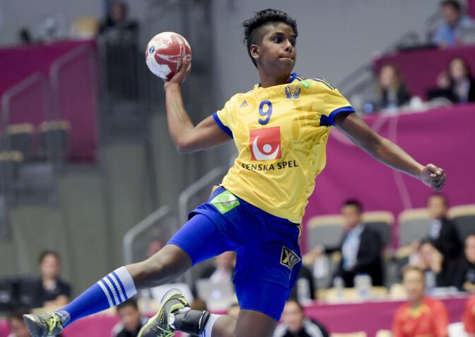 REAGERTE: Louise Sand tok til motmæle mot rasisme nylig. Her er hun i aksjon i en kamp mot Kina under håndball-VM i 2015. Foto: Maja Suslin / TT / NTB Scanpix