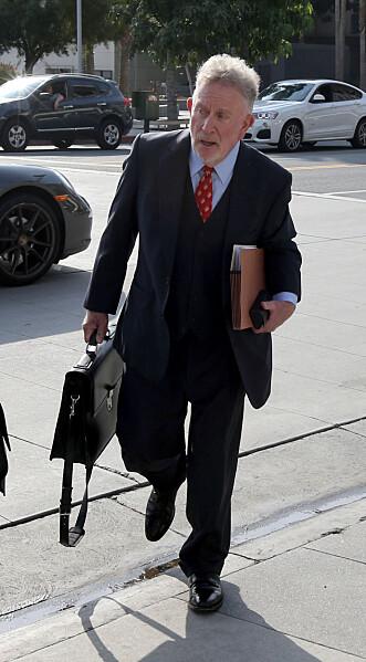 FORSVARER BRAD: Brad Pitts advokat Lance S. Spiegel hevder det er Angelina som med vilje har sørget for at de nye opplysningene blir offentliggjort. Foto: Scanpix