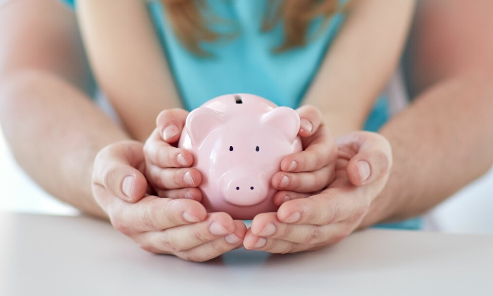 SPARER BARNETRYGDEN: Flere foreldre velger å spare barnetrygden for barna slik at de i fremtiden har egenkapital til bolig. Foto: NTB Scanpix
