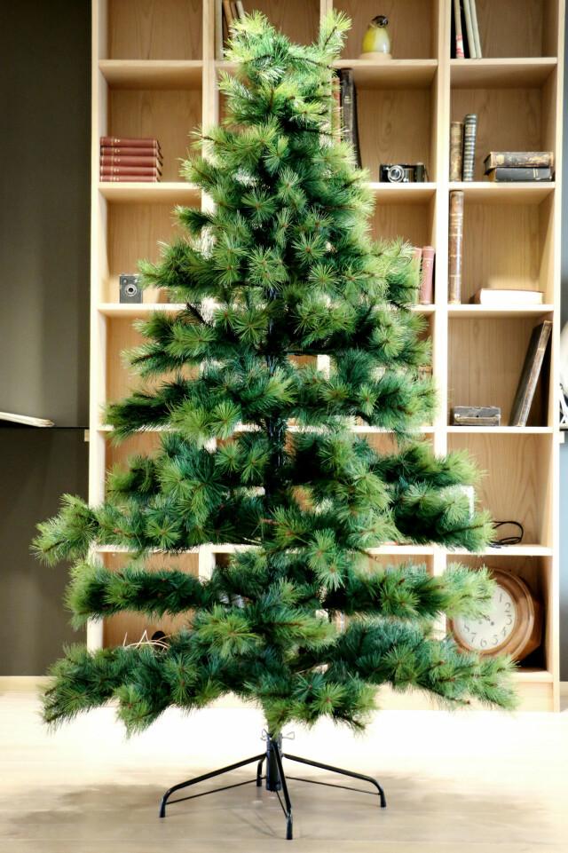 Bare ut Test av kunstige juletrær - Du grønne, glitrende tre av plast DU-96