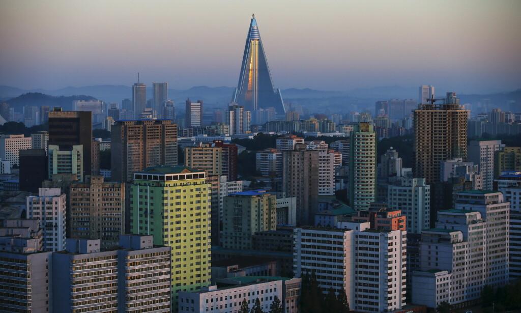UNDER KONSTRUKSJON: Det skulle stå klart i 1989, men Ryugyong har i stedet blitt verdens høyeste, ubebodde hotell. Foto: REUTERS/Damir Sagolj REUTERS/Damir Sagolj/NTB Scanpix