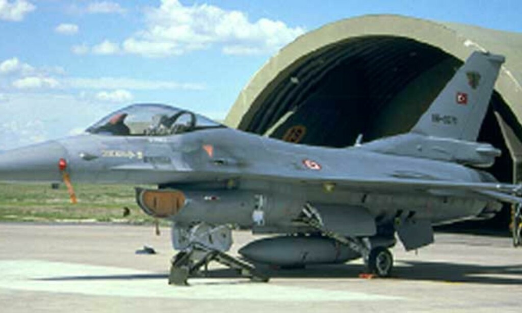 GJEMMER VÅPEN I EUROPA: Her et F16-fly ved Akinci Air Base i Tyrkia. Foto: NRDC/ Cavok-aviation-photos.net