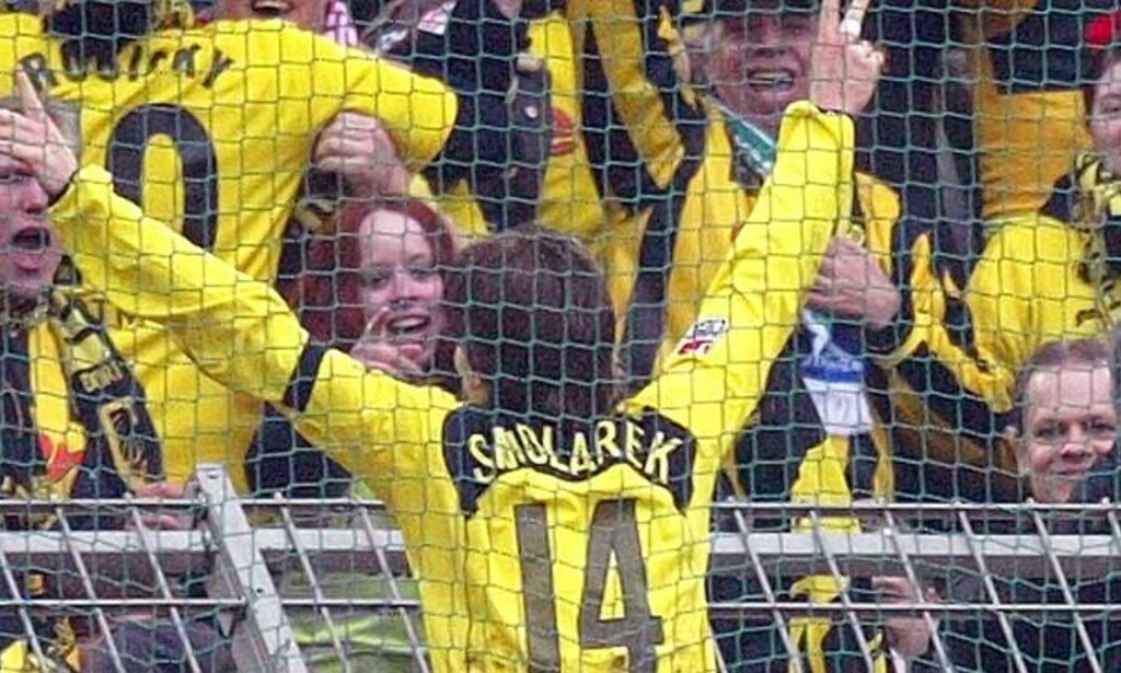 LEVER VIDERE: Dortmund-spiss Ebi Smolarek og fansen kan glede seg til kamper også i framtida. Foto: SCANPIX/REUTERS