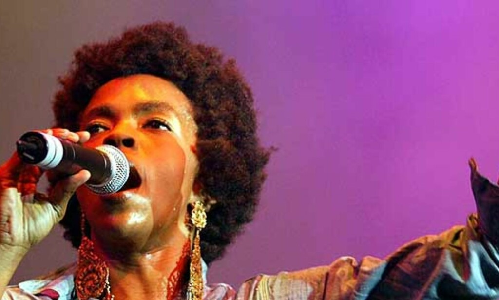 PÅ SCENEN: Lauryn Hill under en konsert til inntekt for tsunami-ofrene i Kuala Lumpur 19. mars, den sju timer lange konserten «Force of nature» var den største  konserten i Malaysias historie. 6. februar møtte Dagbladet Hill i Addis Abeba under den store gratiskonserten på Bob Marleys 60-årsdag. Foto: Teh Eng Koon/AP/Scanpix