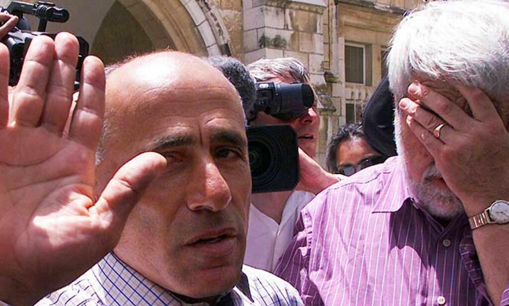 21.april i fjor ble Mordechai Vanunu løslatt etter 18 års fengsel. Utenfor ventet blant annet den britiske journalisten Peter Hounam, som intervjuet Vanunu og trykket historien om at Israel utviklet atomvåpen. Foto: SCANPIX