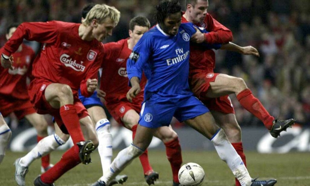 HARD KAMP: Chelsea og Didier Drogba slo Liverpool forrige gang de møttes, i ligacupfinalen 27.februar. Nå kjemper de om finaleplass i Champions League. Foto: EPA