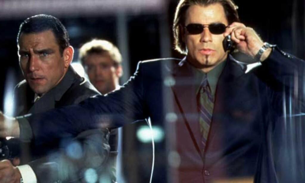 JONES OG TRAVOLTA: Mandag blir John Carew motspiller for Vinne Jones (t.v), ikke John Travolta. Den tidligere fotballspilleren er blitt filmstjerne i Hollywood. Foto: SCANPIX/REUTERS