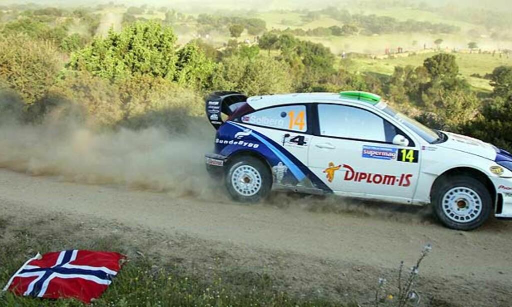 PALL-TEMPO: Storebror Solberg kjørte strålende på første dag i Rally Kypros - og har bare to mann foran seg,      og lillebror Petter langt bak. Foto: Scanpix